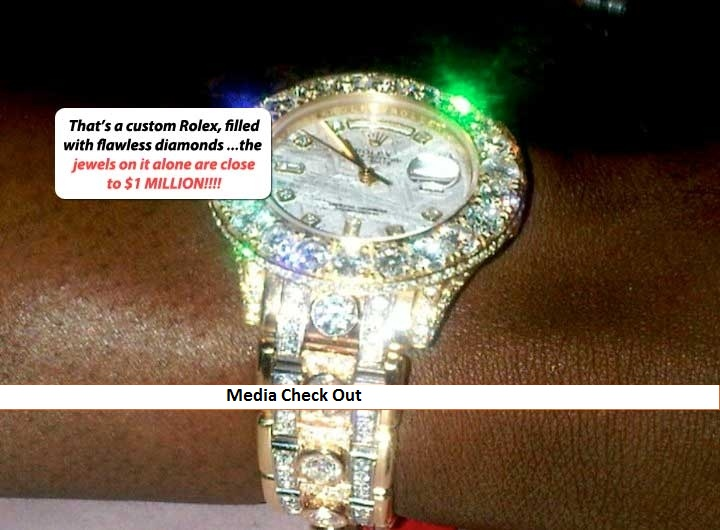 stunnin boxer floyd mayweather jr shows his jewelry